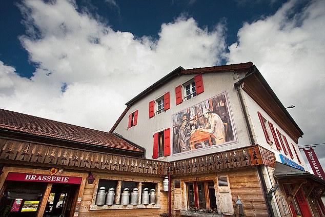 Hotelul de pe granita (4)
